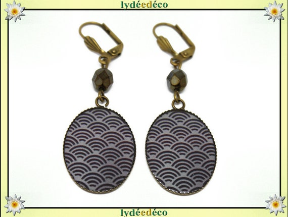 Retro earrings cabochon: Seigaiha resin flower Japan black gray resin beads bronze faceted 18 x 25mm
