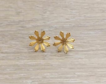 Gold Earrings, Flower Earrings, Gold Ear Wires, Gold Studs, 1 pair