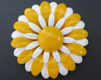 Vintage Enamel Flower Power Pin Yellow White Daisy Brooch