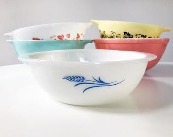 REDUCED Vintage 1960s JAJ Pyrex Blue Wheatsheaf Round Casserole Dish