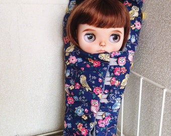Quilted sleeping bag carrier for blythedoll