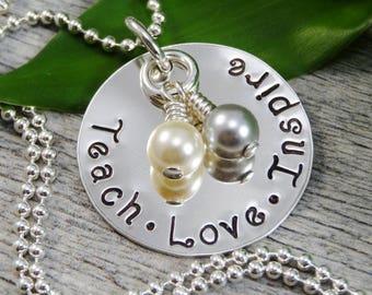 À la main estampillé bijoux - bijoux personnalisés - enseigner amour inspirer Collier - argent Sterling collier - appréciation de l'enseignant - enseignant-cadeaux