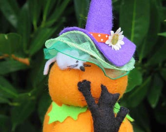 It's Halloween and the Pumpkin Feast and The black Cat and the Mice are going out!!!