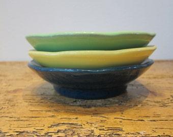 Rare vintage Hall pottery scalloped bowl trio