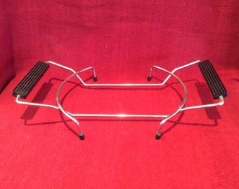 """Pyrex Casserole Dish Table Stand With Plastic Handles 7.25"""" Diameter inner ring"""