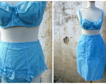 Vintage 1950 French blue lace set of 4 pieces /bra/bloomers/garters belt corset and petitcoat /burlesque / baby doll lingerie size S/M