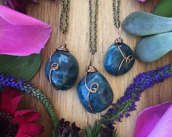 Apatite necklace, Raw apatite necklace, blue crystal, crystal jewelery, crystal necklace
