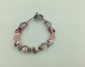 Pink Rose Detailed Glass Beaded Bracelet with Silver finishes