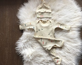 Newborn coming home outfit, organic baby clothes, one piece outfit and hat, romper, take home outfit, hospital outfit, neutral gender, 0-3