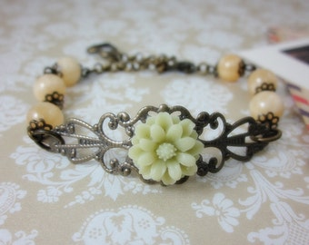 Pale Green Daisy with Yellow Aragonite Bracelet. Lovely Gift. Anniversary, Birthday, Bridesmaids, Maid of Honor.