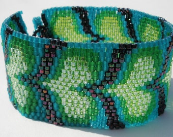 Mermaid Hearts Peyote Stitch Bracelet