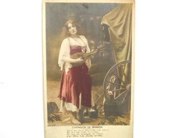 """Opera """"Mignon""""-""""Cute"""" song - romantic woman with mandolin - map postcard vintage France - 1900 s sepia colorized"""