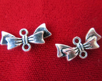 """BULK! 30pc """"Bowtie"""" charms in antique silver style (BC407B)"""