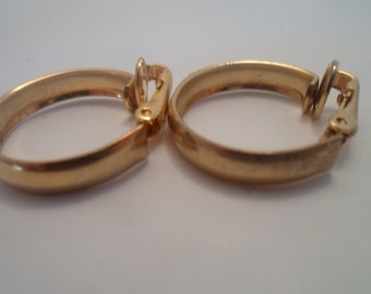 """Vintage Supurb Quality .75"""" Brass Ring Hoops Clip Earrings Boho Chic Comfort Back Chicago Estate Great Find Late Mid Century"""