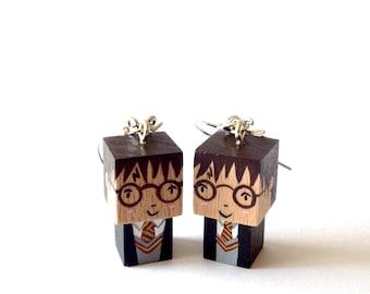 """Boucles d'oreilles figurines cubiques kawaï en bois """"Harry Potter"""" - peintes à la main"""