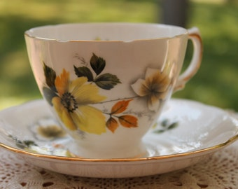 ROYAL VALE Bone China Teacup and Saucer Set Pattern Number 8221  2 Sets Available