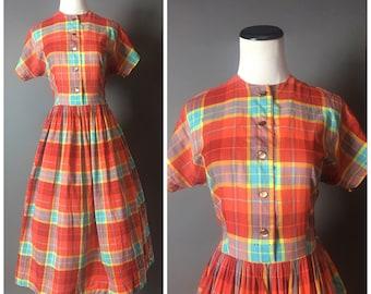 Vintage 50s dress / 1950s dress / shirtwaist dress / cotton dress / fit and flare / plaid dress / day dress 8275