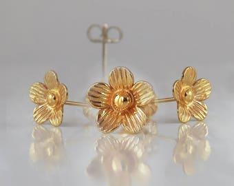 Flower stud earrings gold , Flower Earrings, Flower Studs, Daisy Earrings ,Valentines Day Gift, gift for her