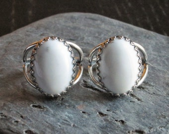 White howlite ring, antique silver ring, white gemstone ring, holiday gift ideas, gift ideas for mom, unique Christmas gift