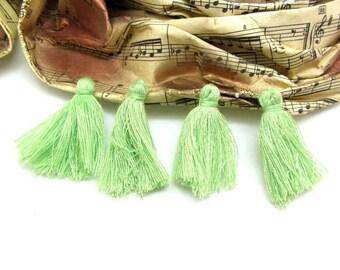 Set of 4 tassels green soft Textile - 3 cm