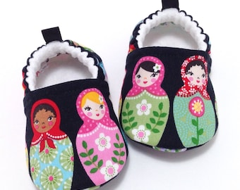 Matryoshka Dolls Baby Shoes, Baby Shower Gift, Soft Sole Baby Shoes, Black Baby Booties, Toddler slippers, Baby moccasins, vegan shoes