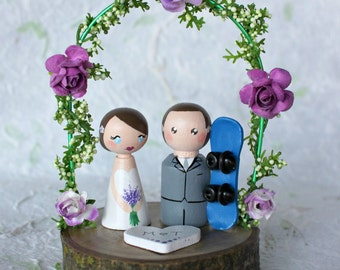 Snowboard wedding cake topper: Cake Topper with arch - Ski cake topper - Customized Peg Dolls - Custom cake topper - Snowboard cake topper