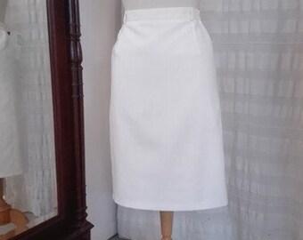 White lined straight skirt