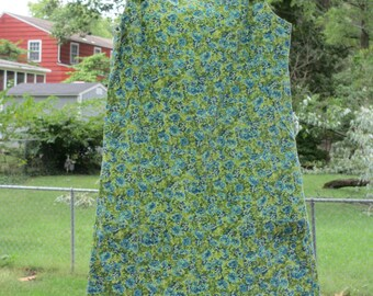 vintage green floral jumper feed sack dress 2 pockets vintage girls dress vintage farm girl dress old fashioned dress costume for a farm