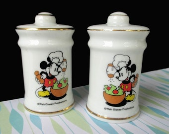 CHEF MICKEY Salt And Pepper Shakers * JAPAN