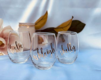 Set of 10 Personalized Bridal Wedding Party Stemless Wine Glasses with Names or Titles | Bridesmaid Gift | Bridal Party Gift