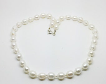 White freshwater pearl knotted necklace, pearl necklace, white pearl necklace,  white freshwater pearl jewellry, knotted pearl necklace