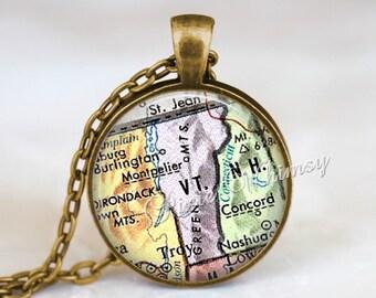 VERMONT MAP Pendant Necklace or Keychain, Vintage Vermont Map, Antique State Map Jewelry Vermont Souvenir