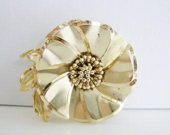 Vintage  gold rose/ flower brooch (H4)