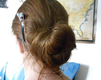 Barrettes with connecting chain