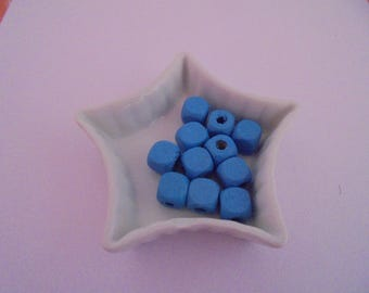 Blue wood beads 6 mm cube 45