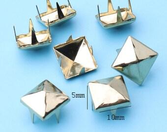 griffe de 50pcs clous or pyramide boucles d'oreilles en métal boucles d'oreilles 2 broches pyramide clous pyramide têtes de clous le travail du cuir punk rock spike -10 * 5 mm cl14