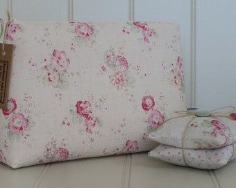 Wash bag in Peony & Sage Roses and Sweet Peas.