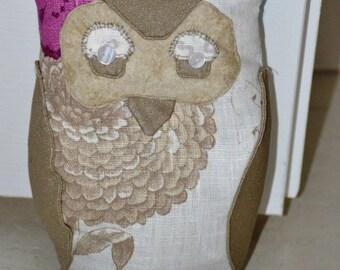 Ecru and beige OWL door block