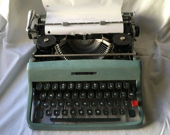 Cursive Olivetti Lettera 32 Script Manual Portable Typewriter