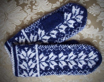 Holly branch mittens, knitted mittens, wool mittens, knit mittens, winter mittens women
