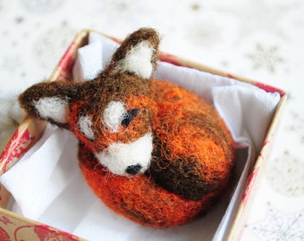 Brown fox brooch - gift Felt animal as a pet Fox and friends A fox's love Foxy jewely  Brown color Forest animal head Sleeping Red face