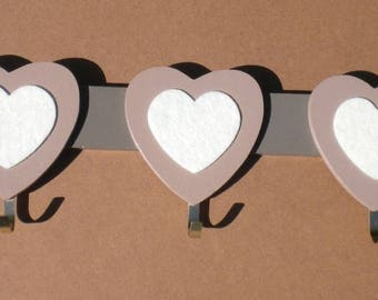 Rack wooden Ecru felt hearts