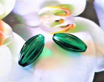 2 beads oval green Striees 16 x 8 mm glass