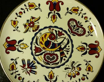 50s Pennsylvannia Dutch influence china plate, Mid-century wall decor red blue yellow bird and flowers cute unique retro