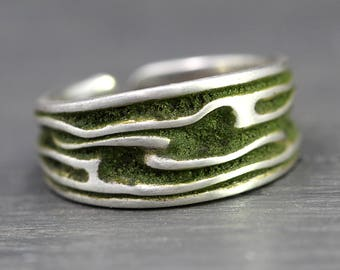 Sterling MOSS ring. Unisex ring with moss inlay. Adjustable. Womens Ring. Rustic woodland jewelry.