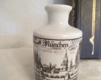 Vintage Souvenir Munchen German miniature vase ~ ALTENKUNSTADT Germany ~