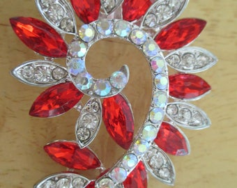 Vintage costume jewelry  / red rhinestone brooch