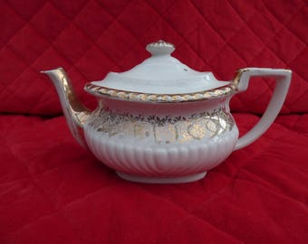 Vintage Gibsons Tea pot, Georgian Design with gilt decoration