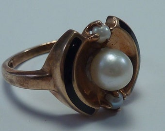 10K Yellow Gold Pearl and Enamel Ring size 6.25