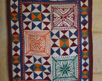 vintage applique and patchwork ralli quilt from sindh tribe 30 x 38
